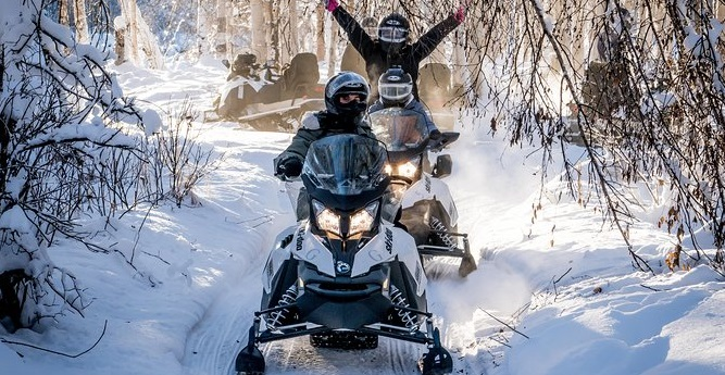 guided snowmobile tours quebec