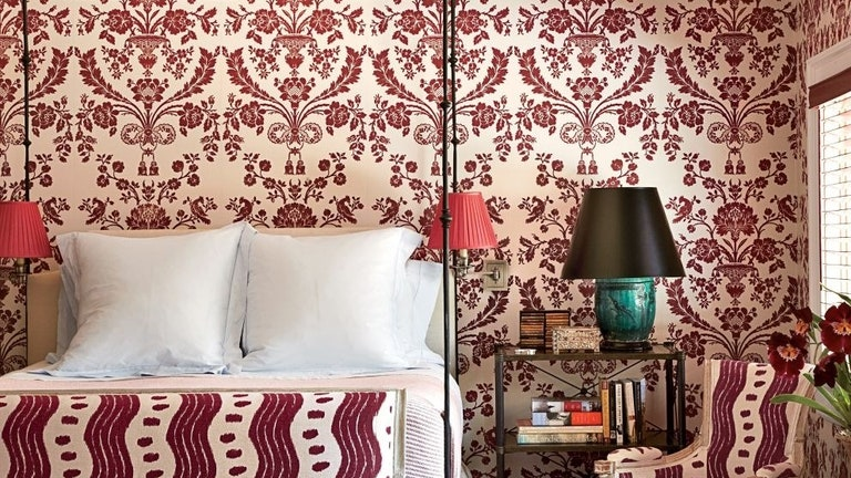 Ways of using wallpaper in living room